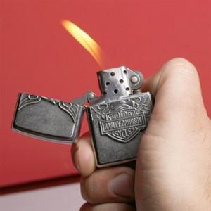 Как зажечь зажигалку